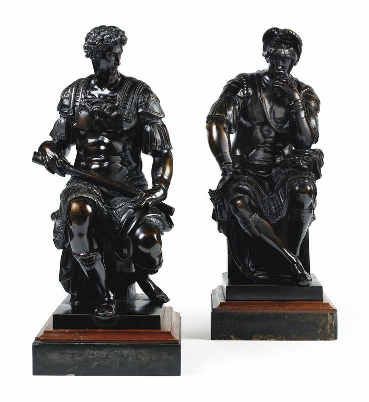 A PAIR OF ITALIAN 19TH CENTURY BRONZE FIGURES OF LAURENT DE MEDICI (1449-1492), AND JULIEN DE MEDICIS (1453-1478), AFTER MICHELANGELO paire de bronzes à patine brune; sur des socles carrés en marbre vert et rouge Haut. 58 et 60,5 cm