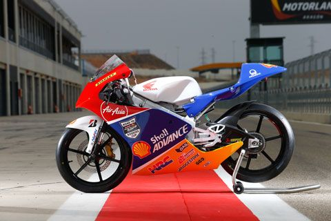 Shell ADVANCE - ASIA TALENT CUP.  Honda NSF250R - Gearshift pattern	1 – N – 2 – 3 – 4 – 5 – 6 (1 down and 5 up)
