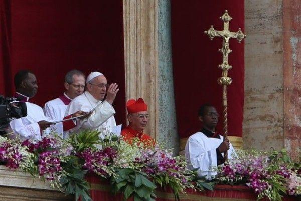 Urbi et Orbi 2015: Pope Francis calls for peace in Syria and Iraq  Read more: http://www.bellenews.com/2015/04/05/world/europe-news/urbi-et-orbi-2015-pope-francis-calls-for-peace-in-syria-and-iraq/#ixzz3WTHX7RDA Follow us: @bellenews on Twitter | bellenewscom on Facebook