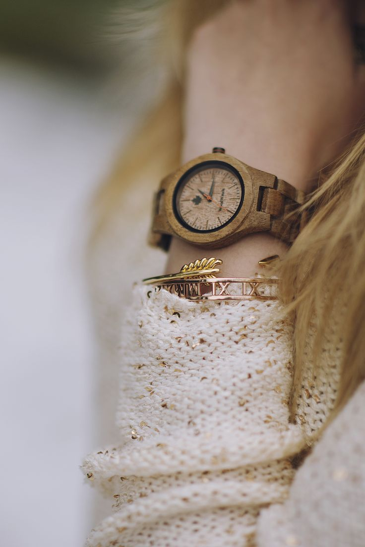 The CORE Koawood in 36mm diameter. The finest accents of natural koawood combined with a sleek design and attention to detail. The straps can be changed on this watch from the CORE Collection.