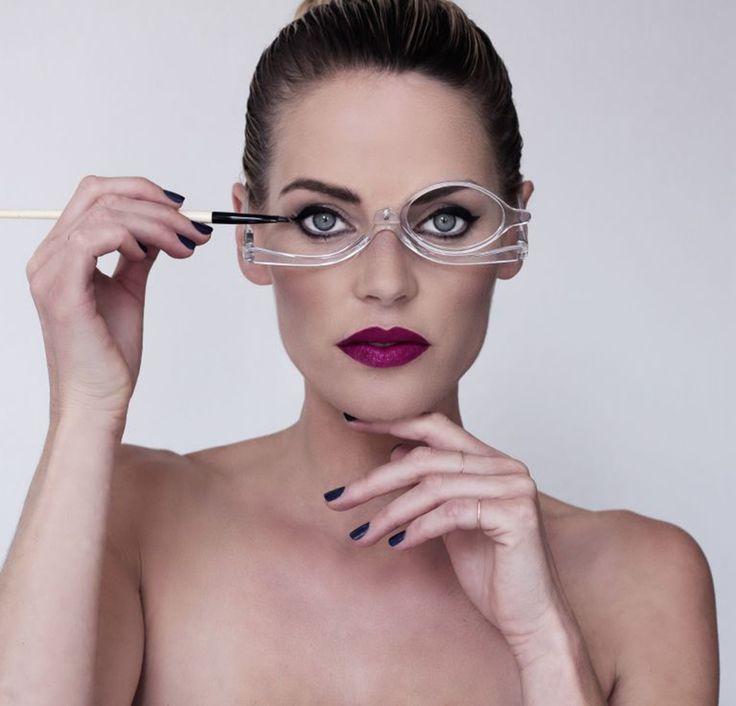 Las make-up glasses son la solución para millones de mujeres que usan anteojos.