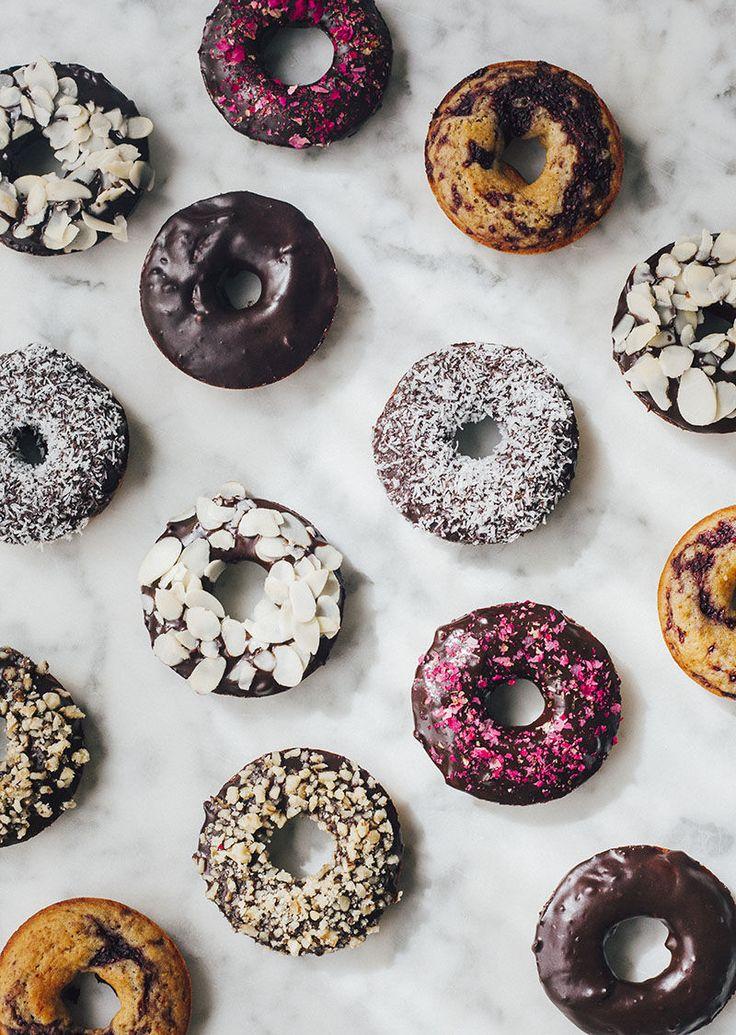 Hace unos días sentí un flechazo a primera vista. Me ocurrió navegando por Youtube en busca de alguna receta saludable para realizar donuts veganos al horno, en casa teníamos antojo...