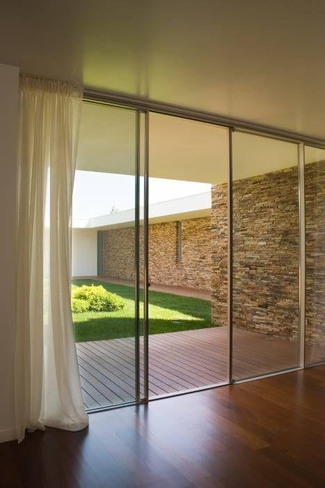 Pátio interior: Quartos modernos por A.As, Arquitectos Associados, Lda