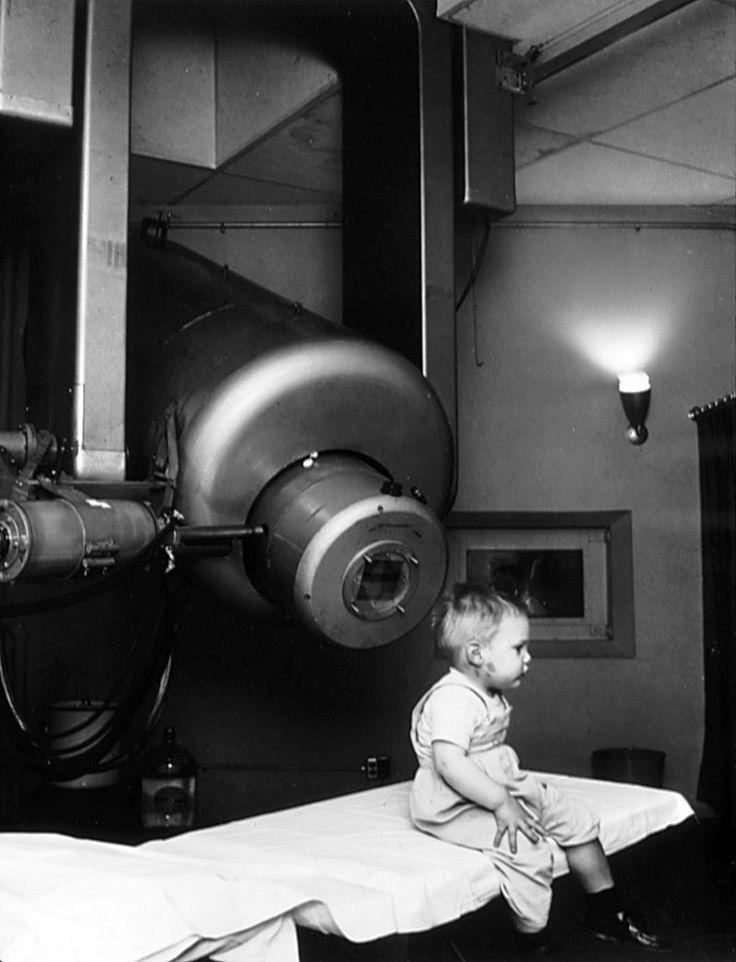 External beam radiotherapy retinoblastoma nci-vol-1924-300 - Linear particle accelerator - Wikipedia