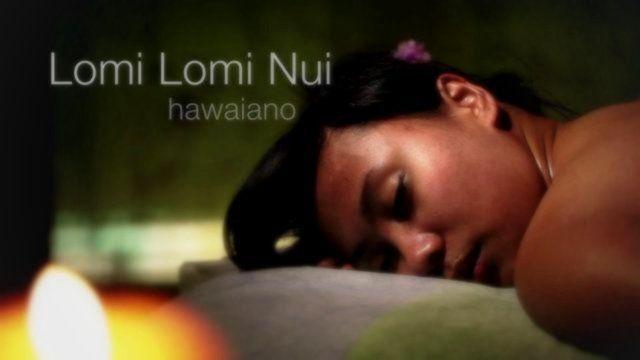El masaje Lomi Lomi tiene su origen en los antiguos sanadores hawaianos, que a través de la filosofía Huna trataban el cuerpo y la mente. Lomi Lomi es una técnica profunda, fluida y rítmica, que utiliza tanto las manos como los antebrazos, abarcando extensas zonas corporales permitiendo realizar un masaje firme y controlado.