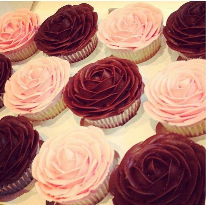 Flower Rose Cupcake Icing Petals Cupcakes In 2019 Cupcakes