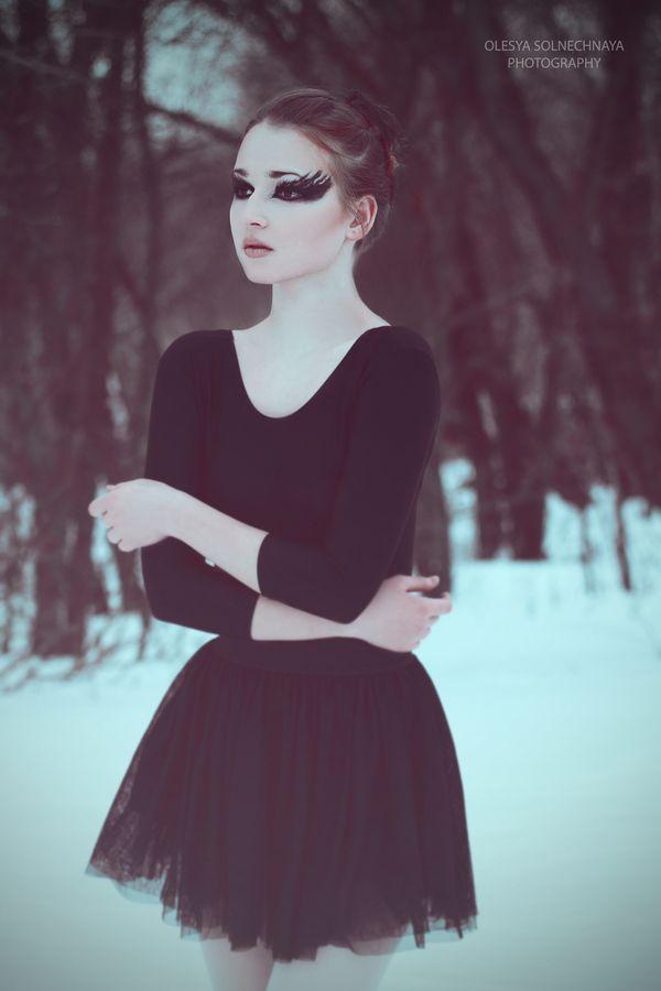 black swan by Olesya Solnechnaya