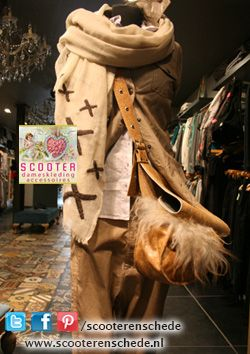 Zomercollectie 2014 - Scooter Enschede - (beige  Broek 10-days € 119,90  Blouse linnen Belluna  € 109  Jas / blouse leer Gigno Nero € 259 Shawl Amore € 89  Scooter tas € 199