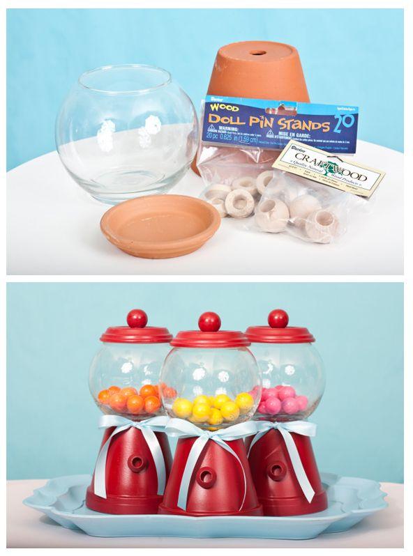 Hola! les voy a enseñar como hacer las típicas maquinas dispensadoras de dulces pero más pequeñas.  MATERIALES:  - Un Macetero  - Una pecera...