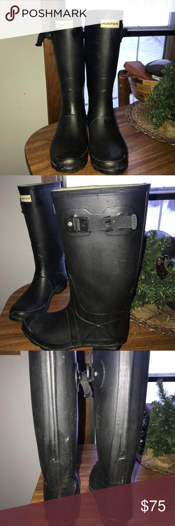 Huntress boots Wide calf hunter boots, in excellent condition just a small tare on the inside as the picture shows. Still plenty of wear left! Hunter Boots Shoes Winter & Rain Boots