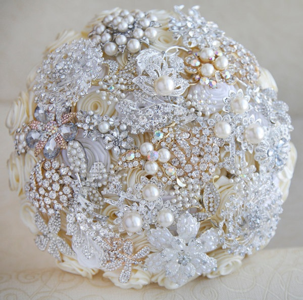 Brooch bouquet. Ivory, white, silver and gold wedding