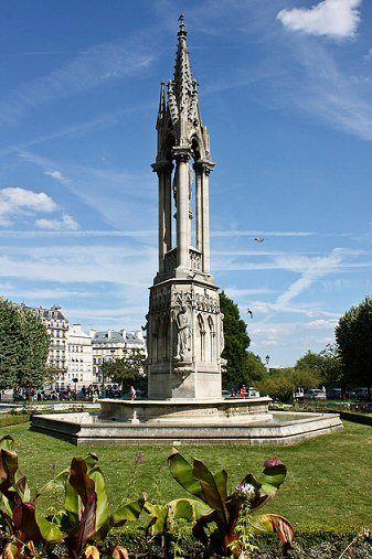 square Jean XXIII - Paris 4e ... La fontaine de la Vierge