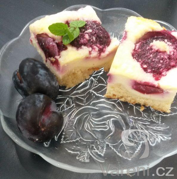 Recept na vynikající vláčný koláč s tvarohem a ovocem.