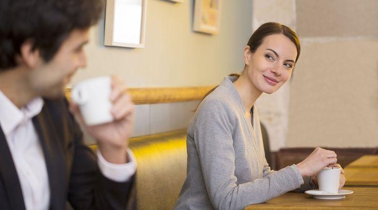 Ihmissuhdekouluttaja Karla Nieminen keskusteli maanantaina Tuomas Enbusken kanssa 7 oikein -ohjelmassa flirttailusta. Flirttailu on kovin kulttuurisidonnaista, mutta vaihtelua löytyy suomalaisistakin. Liika yrittäminen ei asiantuntijan mukaan ole paras vaihtoehto.