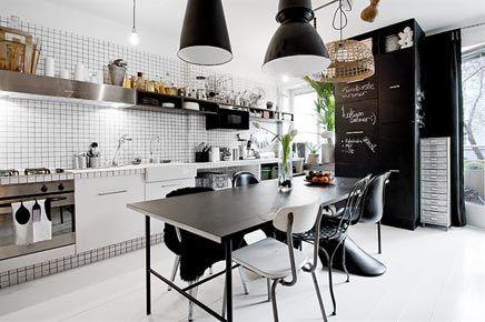 Zwart witte semi open keuken | Black white semi open kitchen