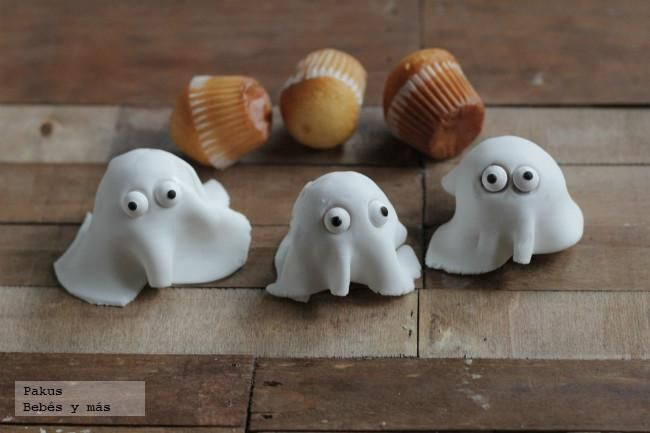 Magdalenas fantasmas para Halloween. Receta para hacer con niños