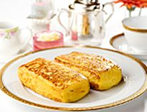 ホテルオークラ特製 フレンチトースト (4人前)  卵...6個 牛乳...370cc 砂糖...62g バニラエッセンス...少々 食パン(厚切り、約4cm)...4切れ(耳なし) バター...少々 サラダオイル...少々