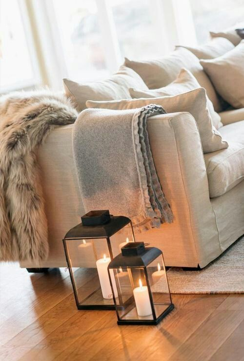 Love the lanterns and fur blanket