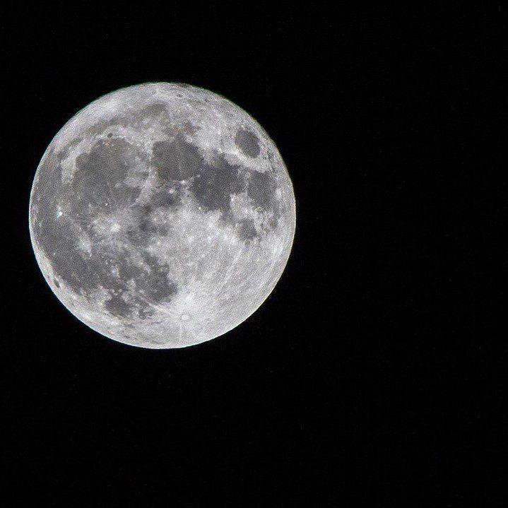 Astrónomo afirma que la verdadera #SúperLuna se verá el 1 de enero de 2018. #fotografia Notimex #luna