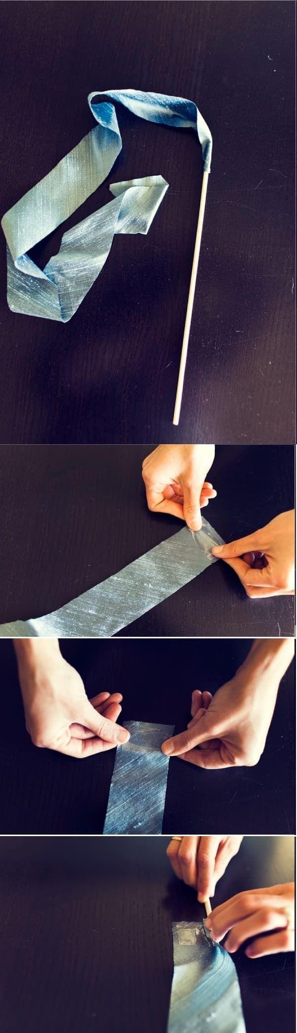 Après le jeter de riz, de pétales et les bulles, on peut maintenant agiter de joli rubans au vent et ça rend bien : Pour se faire, il faut : - des baguettes en bois (type pic à brochettes) - du ruban de 5 cm de largeur, de la couleur de votre choix -