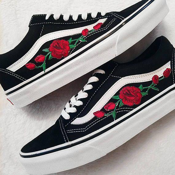 Rose Knospen Rot Blk Unisex Custom Rose Bestickt Patch Vans Old Skool Sneakers Herren Und Damen Grosse Erhaltlich Bitte W In 2020 Custom Vans Shoes Rose Vans Cute Vans