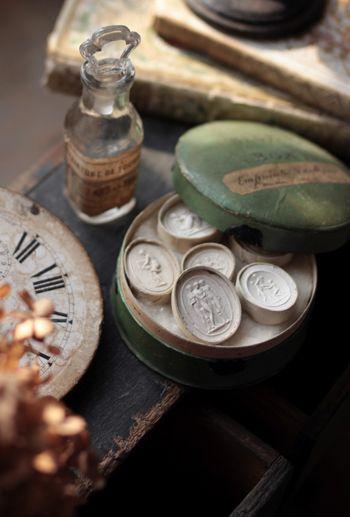 .: Petite Muse, Treasure, Vintage Glasses, Flea Market, Typewriters Keyboard, Fleas Marketing Finding, Plaster Seals, Antiques, Vintage Perfume Bottle