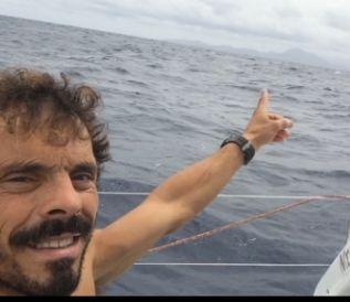 Gaetano indica le isole di Capo Verde da Italia.  Foto del 8 novembre 2016