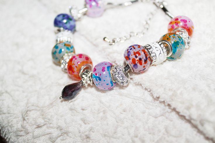 Bracelet charm's perles argentées et perles au chalumeau : Bracelet par tom-fimo-creations