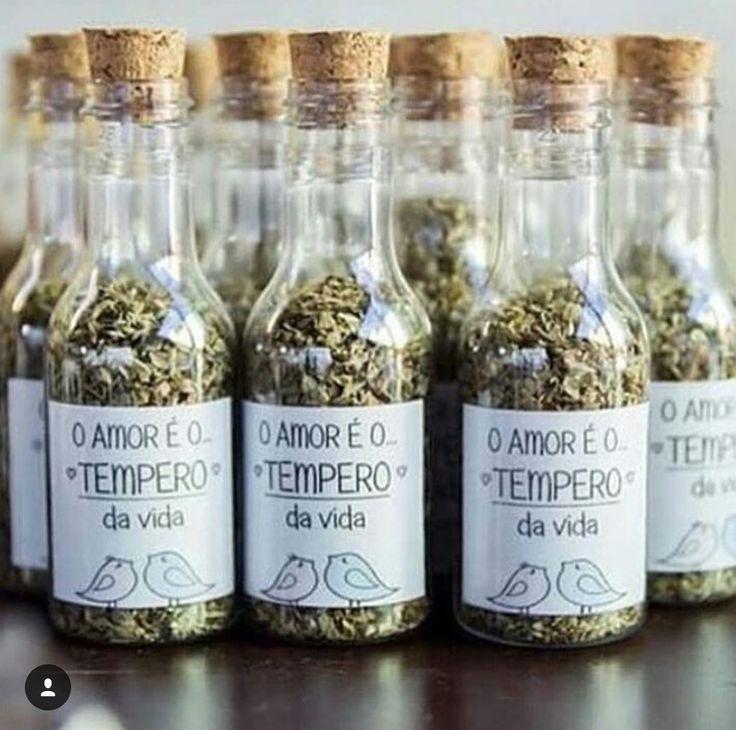 Linda opção de lembrancinha para chá de panela! O amor é mesmo o tempero da vida!  www.quemcasaquerdicas.com | www.guiaqcqd.com