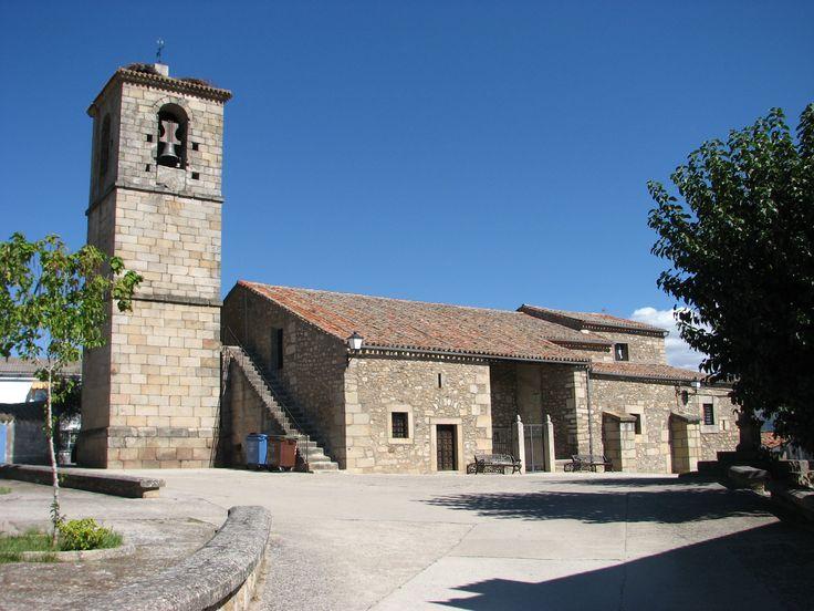 La Parroquia de San Blas, renacentista, en Oliva de Plasencia, junto con el palacio de los Condes de Oliva, son los monumentos importantes de este pequeño pueblo. Posee un estupendo albergue juvenil especializado en la Vía de la Plata y el Camino de Santiago.