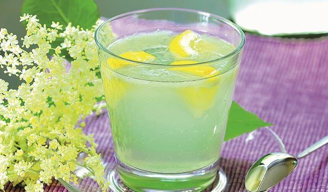 Nazbierajte kvety bazy: Osviežujúca limonáda s citrónom | DobreJedlo.sk