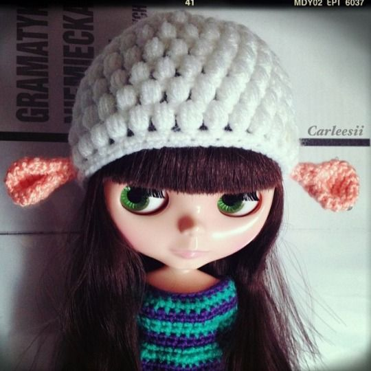 Carleesi - crocheted sheep-like hat for Blythe doll