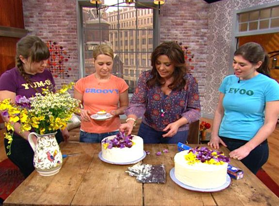 Here are some super easy ways to take your cake decorating to a new level, even if you don't know the first thing about cake decorating!Decorate Cakes, Decor Ideas, Decorating Ideas, Rachel Ray, Decor Cake, Rachael Ray, Cupcakes Decorating, Easy Cake, Cake Decorating Tips