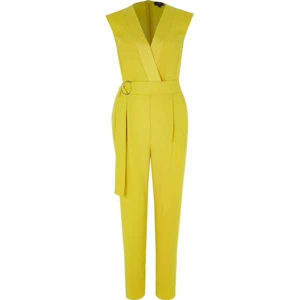 Gele mouwloze tailored jumpsuit ($29) ❤ liked on Polyvore featuring jumpsuits, yellow jumpsuit, zipper jumpsuit, crepe jumpsuit, tailored jumpsuit and sleeveless jumpsuits