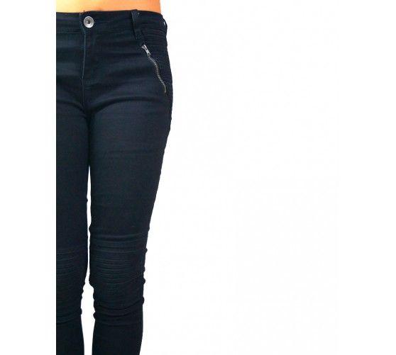 Pantalón estilo motero, con refuerzos en la rodilla y detalle en los bolsillos. SKINNY.  Hazte con el a través de nuestra web: www.ties-heels.com #shoponline #new #newcollection #instamoda #instafashion #instagood #tienda #trendy #moda #trousers #black #jeans