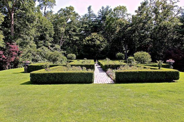 The Mayflower Inn Shakespeare Garden