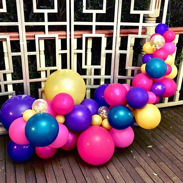 When your mini garland looks good enough to eat...😋😋...💃🏻💃🏻🤷🏻♀️🤷🏻♀️  🍬  🍬  🍬  Part of an Arabian theme set up for @stylisheventsandbuffets 🍬  🍬  🍬  #balloongarland #arabiantheme #playwithcolours #fun #butwaittheresmore #hotpink #teal #gold #purple