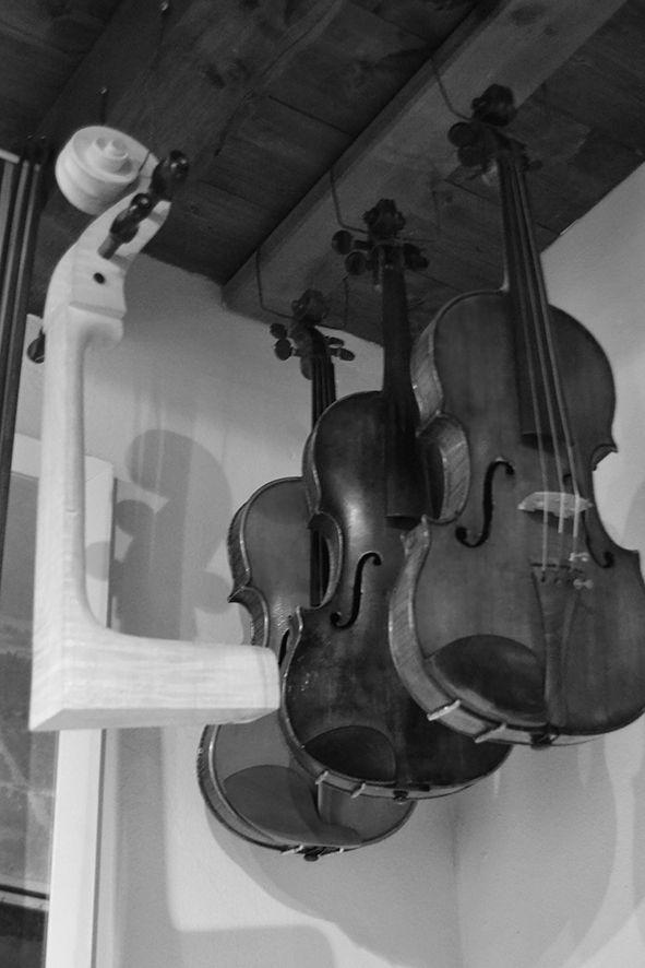 Alcuni violini realizzati dal liutaio Marco Minnozzi. #Ravenna