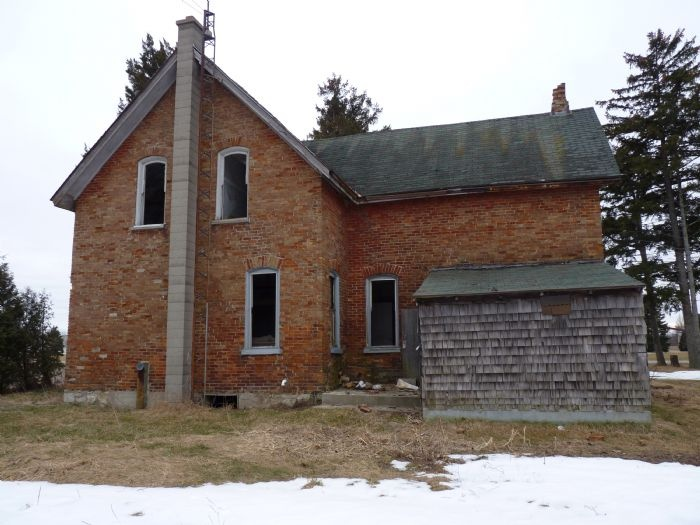 Found this house while looking for a Tim Horton's on the way home from Windsor. Very easy access, as none of the windows or doors are boarded up. The whole house creaks as the wind blows through it, giving it a creepy feel!! Near Windsor Ontario