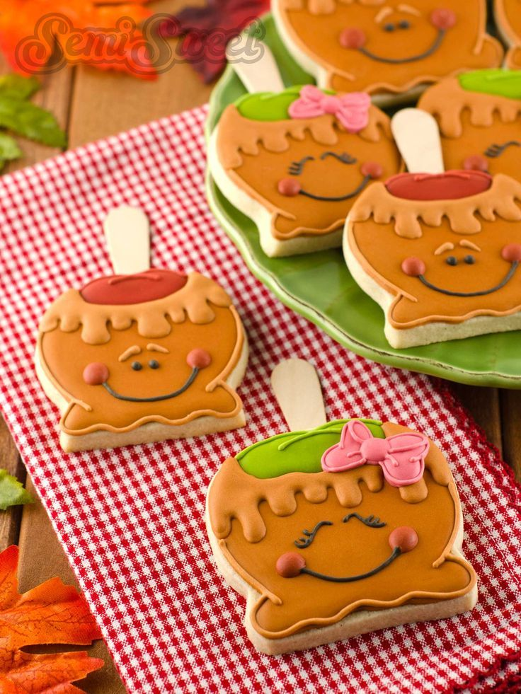 A fully-detailed tutorial (with video) on how to decorate these cute, drippy, caramel apple cookies. By Semi Sweet Designs (@semisweetmike)