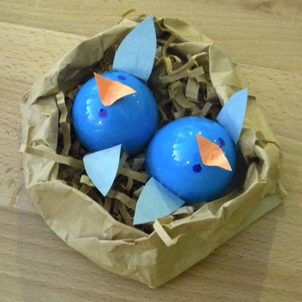 Plastic Egg Crafts & Adorable Baby Birds in Nest from Kangarooboo.com Plastic Easter Egg Craft