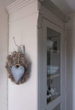This hanging birds nest and heart add a country feel to any room while maintaining a DIY look