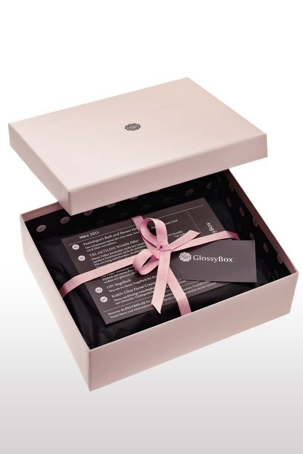 Monthly beauty, skincare and makeup subscription boxes. Which one should you choose? For my review of the latest Look Fantastic beauty box head over to the blog: http://www.lifestylemaven.co.uk/look-fantastic-august/
