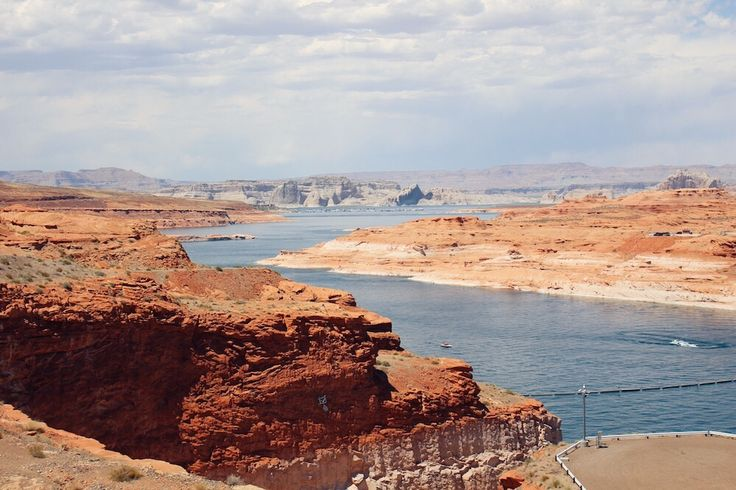 Last photo from this trip ⛰Beautiful Lake Powell 🦀 Looks like something you'd find on Mars 🌎 Also, finally published the article about the trip 📝
