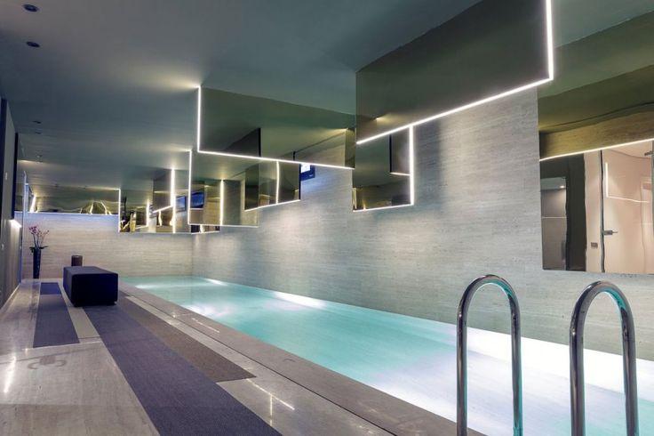 Современный дизайн бассейна в загородном доме - Фото 33