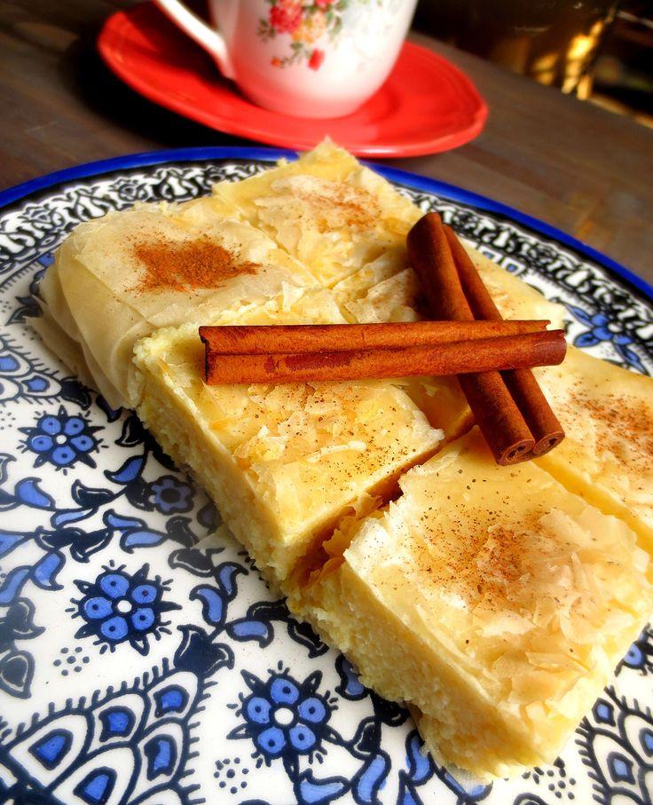 Bougatsa - dessert grec (Thessalonique) à la vanille et à la cannelle