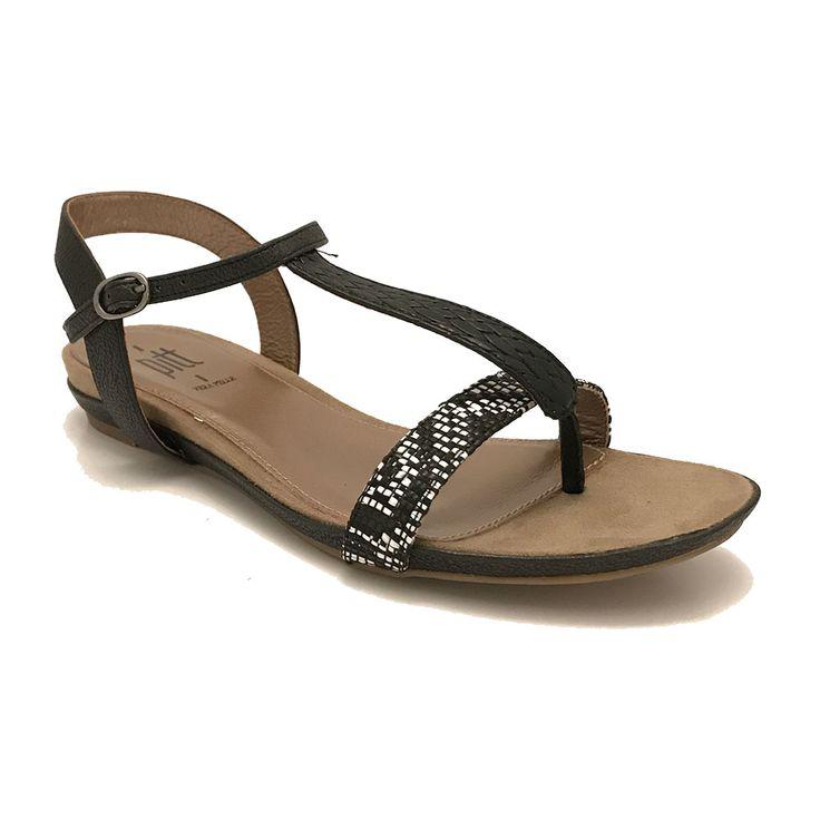 Zwarte Pitt Sandalen  Zwarte Pitt Sandalen met witte accenten op de voorvoet. Leuk zomers sandaaltje met een prettig voetbed.  EUR 54.99  Meer informatie
