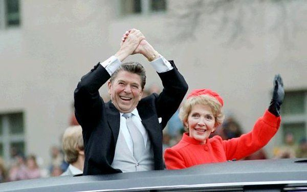 """Американский президент Рональд Рейган явно поторопился, когда 8 марта 1983 годаназвал СССР """"Империей зла"""". Но откуда ему было знать, что это самое ЗЛО, пока себя ещё никак не проявившее, и по сравнению с которым представители советского руководства той поры выглядели добряками и миротворцами, сидит"""