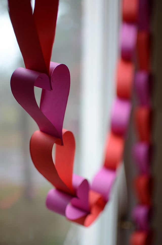 Enklaste pysslet för Alla Hjärtans Dag – hjärtgirland av papper | Hemma med Helena