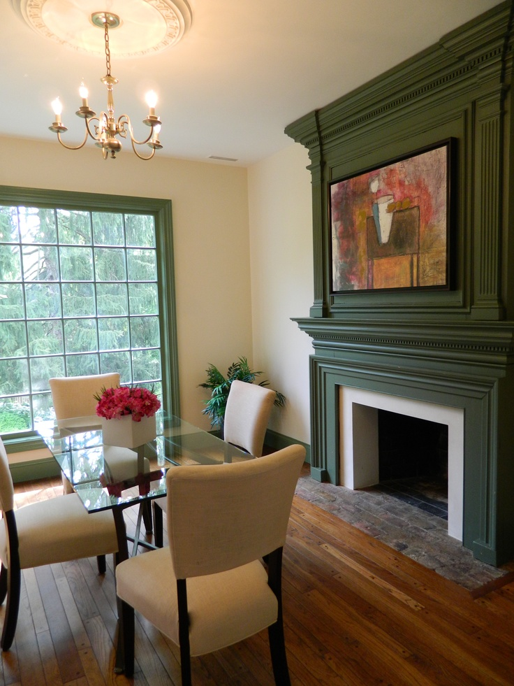 love the green trim: Living Rooms, Paintings Interiors, Paintings Colors, Green Trim, Dining Spaces, Interiors Trim, Cabins Fever